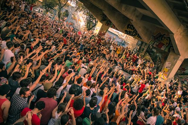 Desburocratização ou ataque à democracia brasileira?