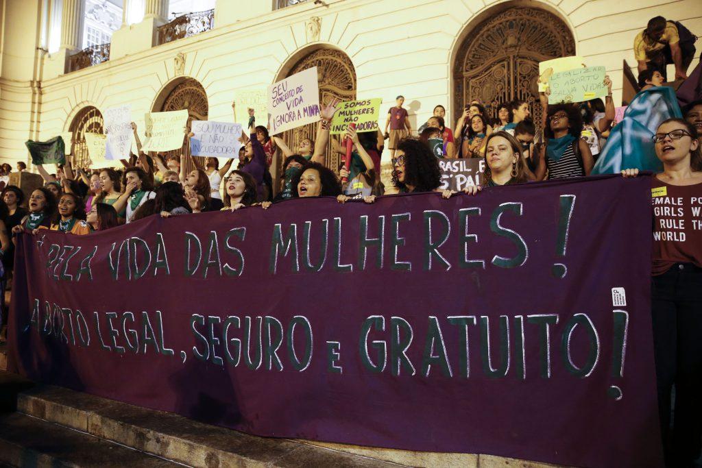Direitos das Mulheres: Por que o aborto legal em uma criança vítima de estupro está sendo questionado?
