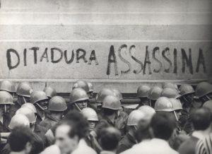 Acenos a um passado forjado: como o revisionismo em favor de torturadores da ditadura erode a democracia