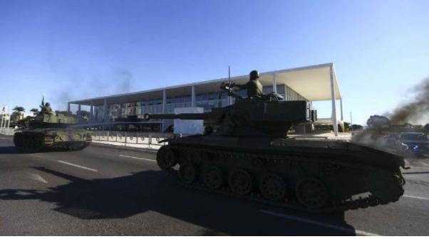 O Brasil do Retrocesso: deliberação sobre voto impresso e desfile militar